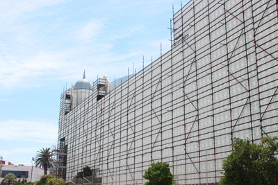 AFTER: The Palais Theatre is now protected by more durable and aesthetically pleasing ScaffGuard® panels.